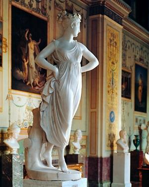 Antonio Canova. Danzatrice con le mani sui fianchi. 1812. Marmo.San Pietroburgo, Ermitage.